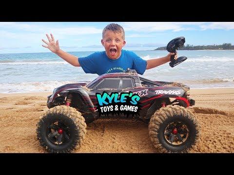 RC Car Jumps on the Beach!