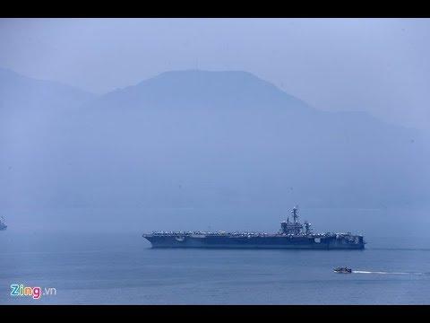 Tàu sân bay USS Carl Vinson thả neo ở cảng Tiên Sa Đà Nẵng