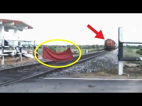 Ada Kain Merah di Tengah Rel, Keretanya Mau Lewat, Setelah Dicek Ternyata Petugasnya Lagi #YtCrash