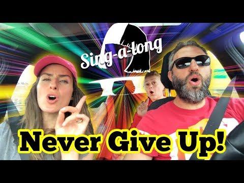 Arabada Singalong Sia – Never Give Up Ülkü Anneyleyiz | Nostalji Eski Yeni |  Bizim Aile