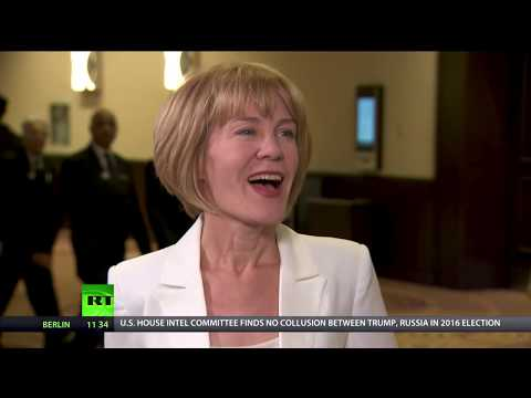Keiser Report: Global Financial, Economic & Cryptocurrency Markets (E1221)