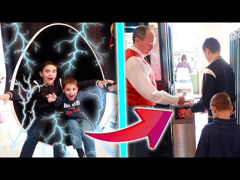 MAMAN NE SAURA JAMAIS NOTRE SECRET ! – Kids pretend play with the teleport machine