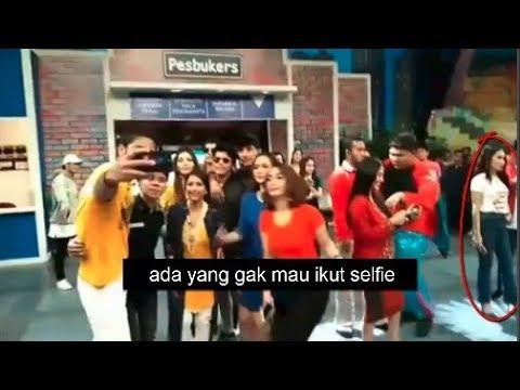 Ada yang Gak Mau Ikut Selfie..Ayu Ting Ting Cuek