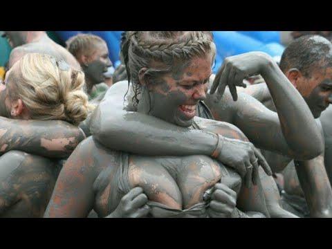 Acara festival kok begini??  Inilah 10 festival unik&aneh yang ada di dunia, (indonesia masuk
