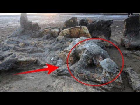 """Batu di Pinggir Pantai Ini Terlihat Aneh, Tak Disangka! Ternyata ada """"Legenda"""" dibaliknya"""