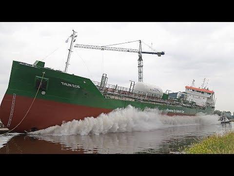 Westerbroek – Tewaterlating van de Thun Eos bij Ferus Smit
