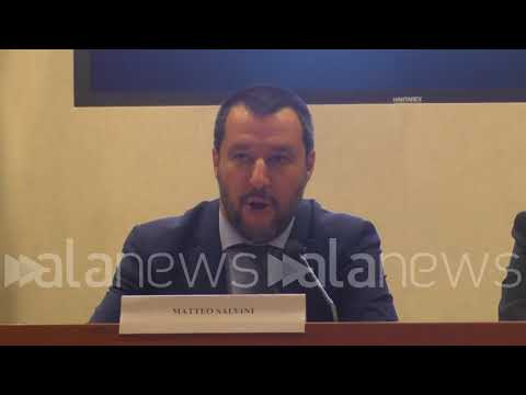 """Viminale, Salvini: """"Chi pensa che l'Italia sia un paese di sbarco ha sbagliato"""""""