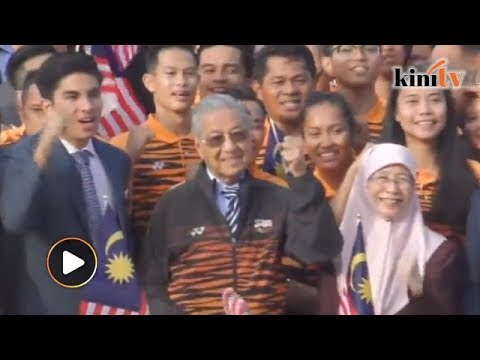 Mahathir fires up Asian Games athletes with memories of M'sia's glory days