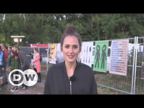 German couple hosts anti-Nazi party in neo-Nazi village | DW English