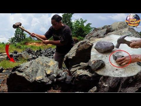 Saat Pecahkan Batu, Orang ini Tekejut! Tiba² Ada Benda Menajubkan Keluar Dari Dalamnya..