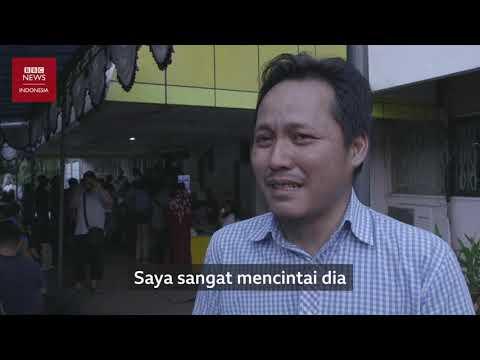 """""""Saya sangat mencintainya"""": Keluarga korban Lion Air JT-610 berharap ada keajaiban"""