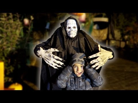 LE CAUCHEMAR D'HALLOWEEN !!! ??Children pretend play halloween nightmare