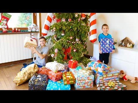 NOS CADEAUX DE NOËL 2018 – Swan & Néo Ouvrent Leurs Cadeaux !