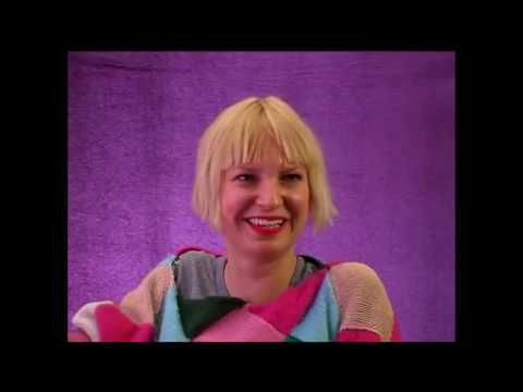 """Sia """"Sucks"""" I still get negative comment from idiots dont understand that i´m actually defending sia"""