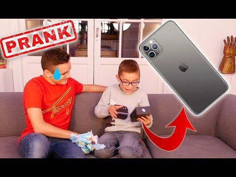 PRANK – J'OFFRE UN FAUX IPHONE 11 PRO À MON PETIT FRÈRE DE 8 ANS ! – Néo The One