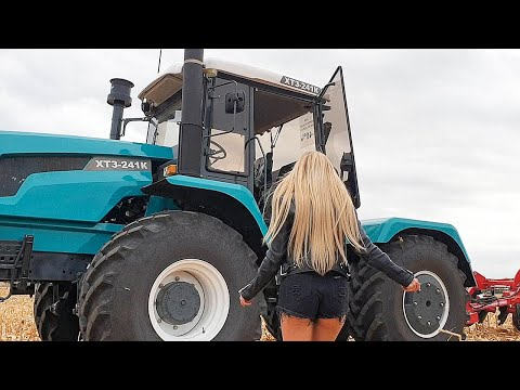 Pretty Girl Tractor Driver Woman Power Farmer XTZ XTA VOLVO JCB Loader Mega Machines Harvesting 2019